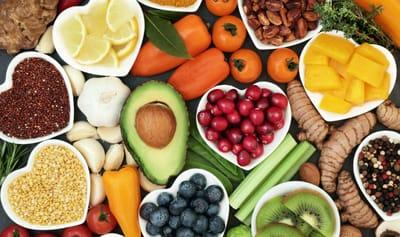 Mengkonsumsi Makanan Yang Menggandung Antioksidan