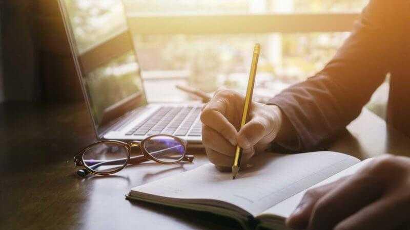 Cara Sukses Menjadi Penulis Profesional