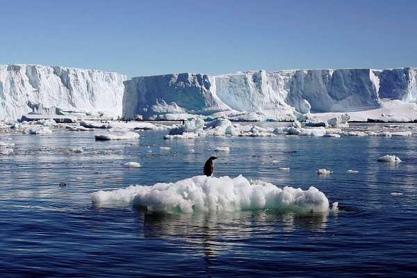 Eksarasi - pengikisan yang diakibatkan oleh gerakan dari lapisan es mencair