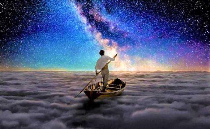 Gambar Seorang Pria Misterius Penyendiri Perjalanan Mengarungi Samudera Langit di Atas Awan