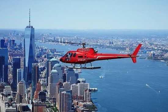 Helikopter Terbang di Kota