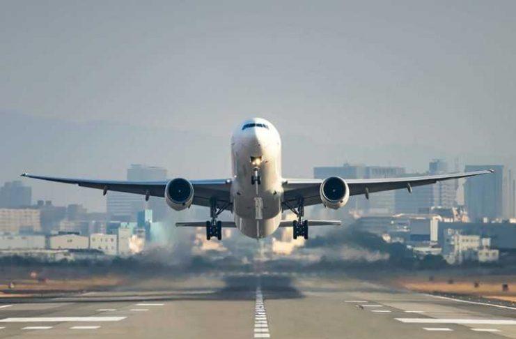 Pesawat Terbang Lepas Landas