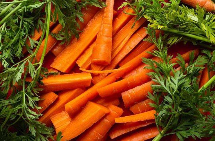 Gambar 1-Wortel, umbi dan daunnya bermanfaat bagi kesehatan