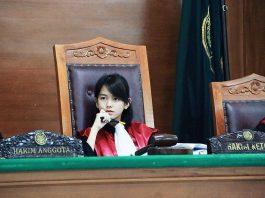 Pengertian Hakim Adalah Arti Fungsi, Persyaratan, Tugas, Hak dan Kewajiban
