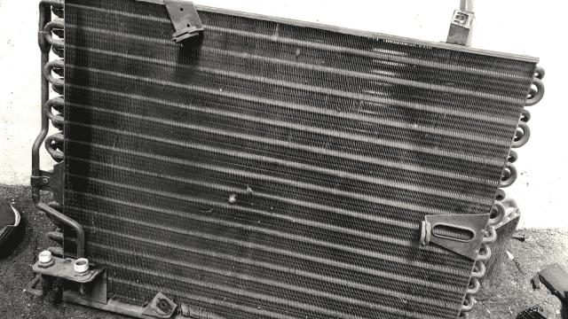 Membersihkan kumparan kondensor